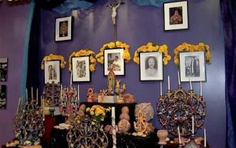 Día de Muertos: Dedican altar a víctimas de masacre en Texas