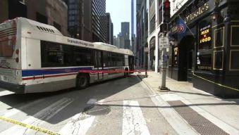 Mujer queda atrapada debajo de autobús del CTA