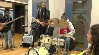 Baterista comparte con Chicago su amor por la música