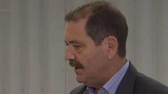 Chuy García visita por sorpresa centro de detención