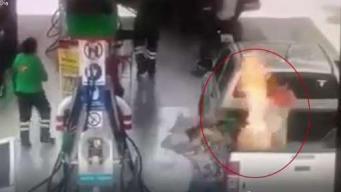 Impactante incendio en gasolinera afecta a niña y padre