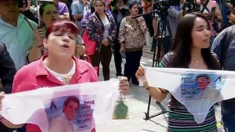 Con karaoke gigante mexicanos recuerdan a José José