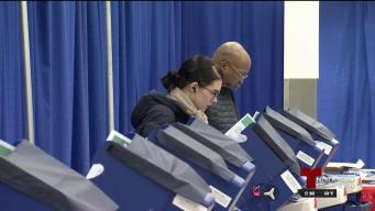 Monitorean centros de votación en Illinois