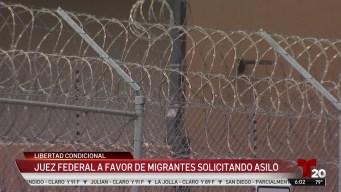 Juez ordena libertad condicional para solicitantes de asilo