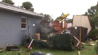 """""""Fue muy duro"""": tornado azota a Florida y deja a familia hispana en la calle"""