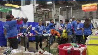 Voluntarios se preparan para el Comcast Cares
