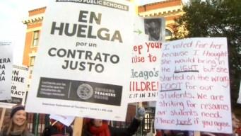 Huelga de maestros afecta a 400 mil alumnos en Chicago