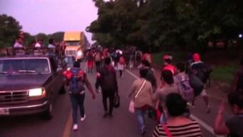 Dos mil migrantes marchan en caravana desde Chiapas
