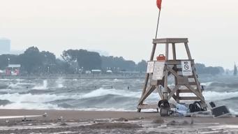 Advierten sobre fuerte oleaje cerca del Lago Michigan