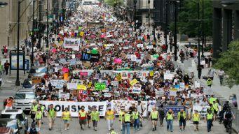 Chicago: miles toman las calles en repudio a operativos de ICE