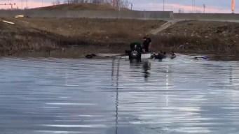 Muere niño tras caer a laguna a bordo de un auto en Huntley