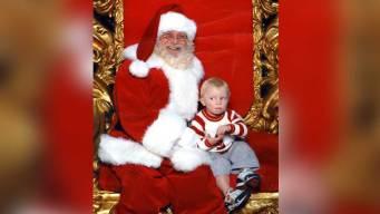 Viral: la señal de un niño asustado en foto con Santa
