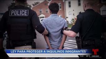 Pritzker firma ley que protege a inmigrantes que rentan en IL