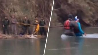 Rescatan a familia de migrantes tras quedar atrapada en islote en medio del Río Grande