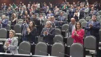 Legisladores piden un aplauso para José José