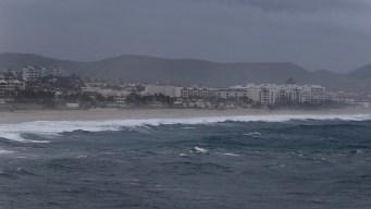 Lane ya es un huracán categoría 2 en el Pacífico