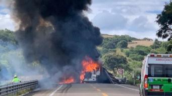 Bloqueo carretero incide en choque; muere conductor