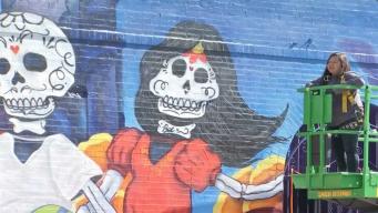 Develan masivo mural del 'Día de los Muertos' en La Villita