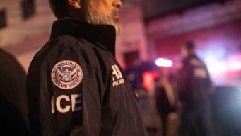 Bloquean práctica de ICE para emitir órdenes de deportación