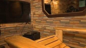 Celdas de lujo en cárceles de Chile: cerámica y madera