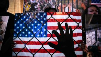 Juez ordena a ICE dar libertad a unos solicitantes de asilo