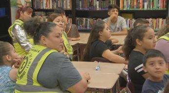 Padres voluntarios se unen para proteger a estudiantes en Cicero