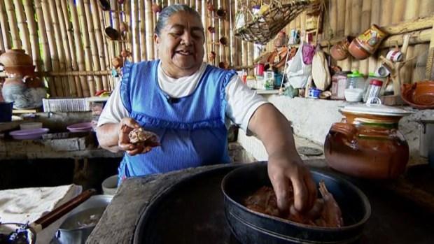 Abuelita mexicana revela su antigua receta secreta que sabe a tradición