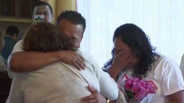 [TLMD - LV] Estallan en lágrimas: emotivo reencuentro de inmigrantes con familias