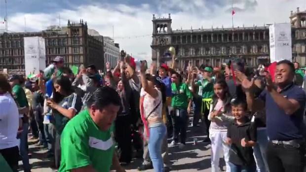 [TLM-TELEXITOS] Mexicanos celebrando el gol desde el Zócalo