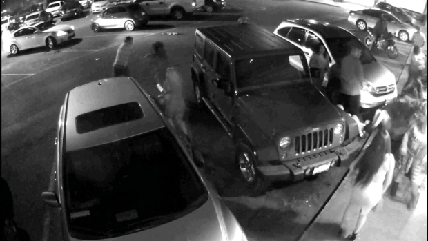 Madre e hija propinan brutal golpiza a conductora — En video