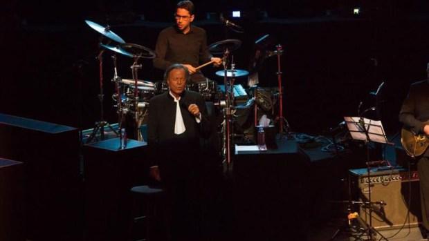 Julio Iglesias decepciona a muchos en show en México