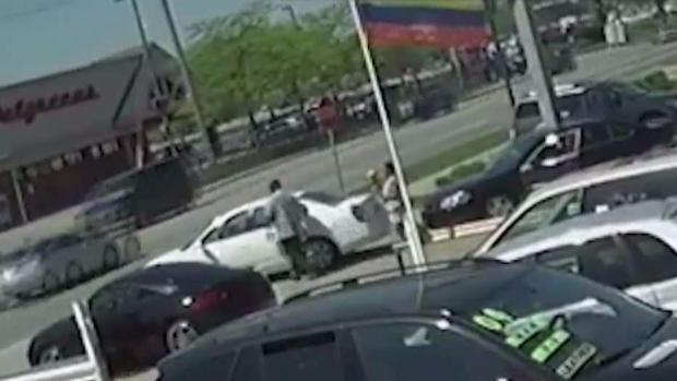 Ladrón armado le tiende trampa a su víctima en Waukegan
