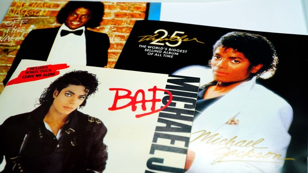 Supuesta exempleada de Michael Jackson detalla presuntos abusos contra niños