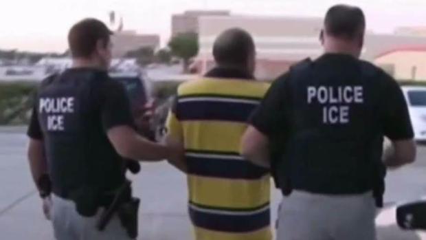 Operativo de ICE: arrestan a cientos de personas en Illinois