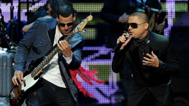 Video: Sigue detenido cantante Larry Hernández