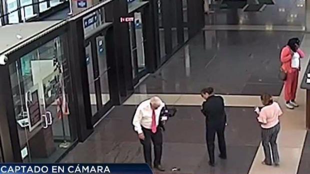 Video capta momento en que a un juez se le cae un arma en plena corte