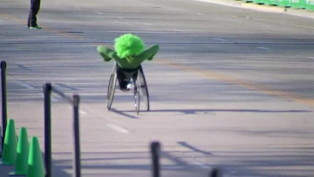 Ganadores en la carrera en silla de ruedas Shamrock Shuffle