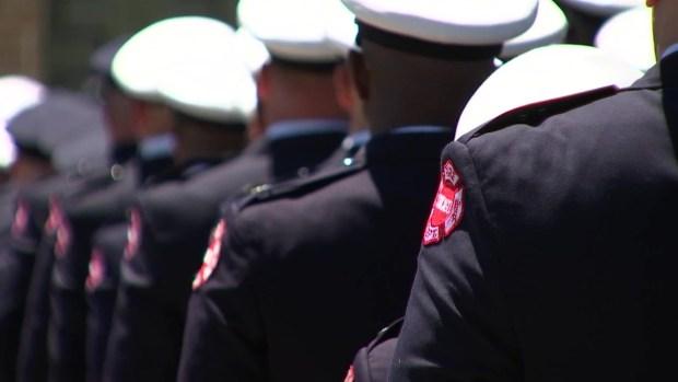 Con altos honores Chicago despide a bombero caído
