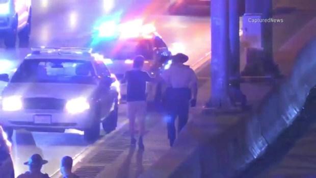 Hombre salta a autopista en Chicago para escapar de ladrones
