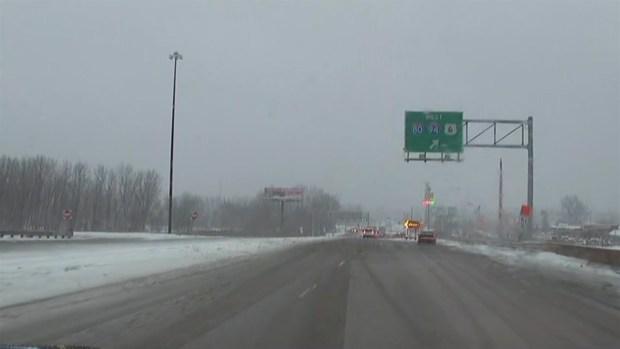 Difícil y peligrosas condiciones: carreteras en medio de la tormenta