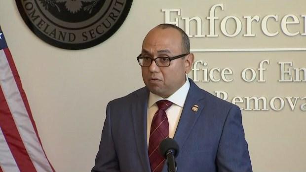 Nuevo director de ICE en Chicago habla sobre recientes operativos