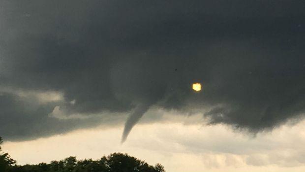 Nubes de tornado y tormentas severas azotaron áreas de Chicago