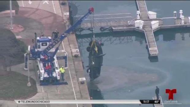 Recuperan dos cuerpos y un vehículo en aguas del Lago Michigan