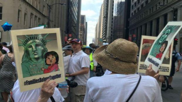 Así se vivió la protesta contra la política migratoria de Trump en Chicago