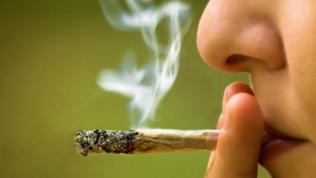 Lo que le pasa a tu cuerpo cuando fumas marihuana