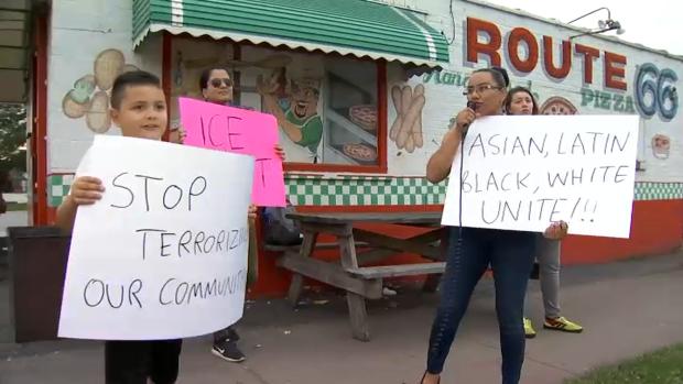 Realizan protesta en el East Side de Chicago tras arrestos de ICE