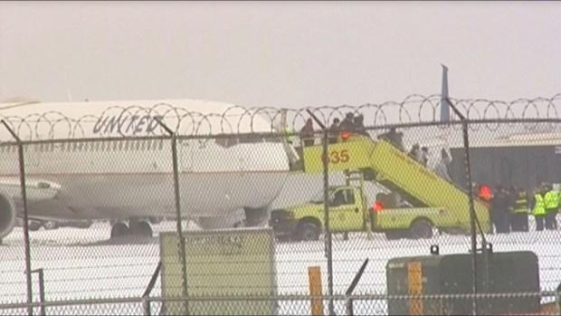 [TLMD - NATL] Aterrador: avión se desliza en la pista con 129 pasajeros