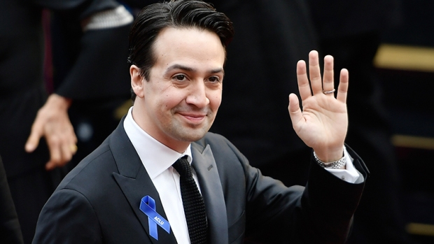 ¿Por qué famosos lucieron un lazo azul en los Oscar?