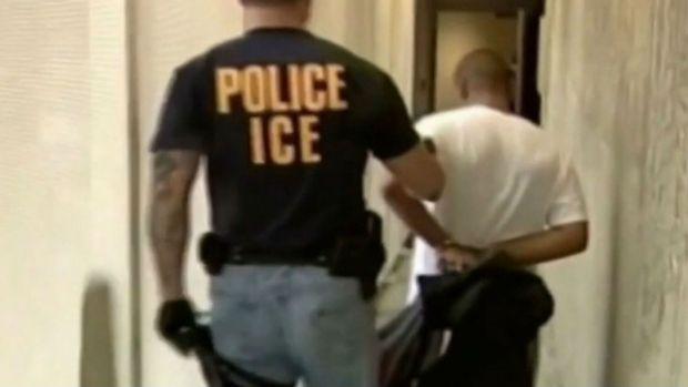 Comunidades en Chicago se preparan para posibles deportaciones