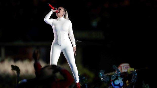 [TLMD - LV] De blanco y apretada: Karol G inaugura la Copa América
